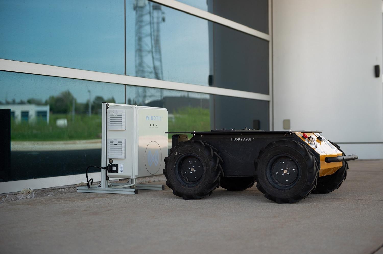 "WiBotic和Clearpath Robotics为""Jackal""和""Husky""无人地面车辆提供无线充电套件"