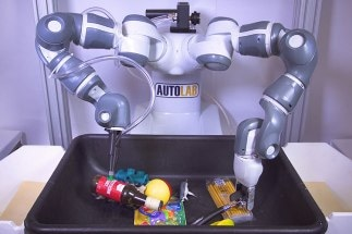 """New Machine-Learning Algorithm Could Teach """"Ambidextrous"""" Robots to Grasp and Pick Up Any Item"""